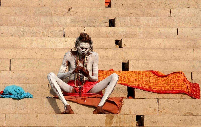 India pelgrims Benares