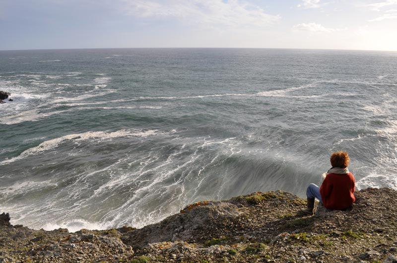 femme face à l'océan