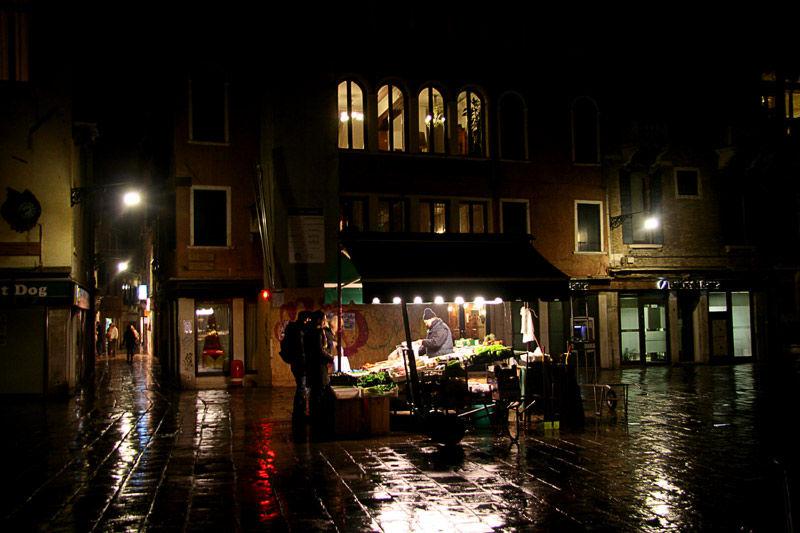 Venisia night  rain
