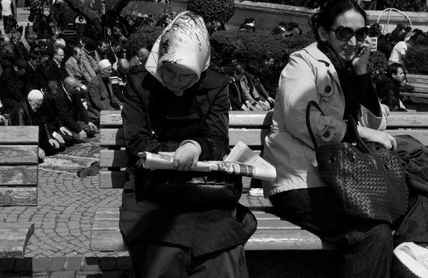 Women on a bench, men praying