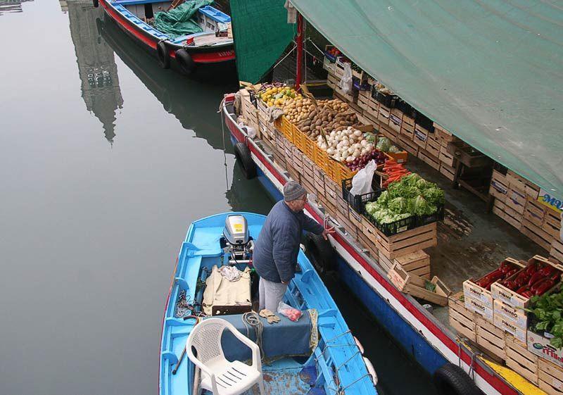 venise   vegetable market boat