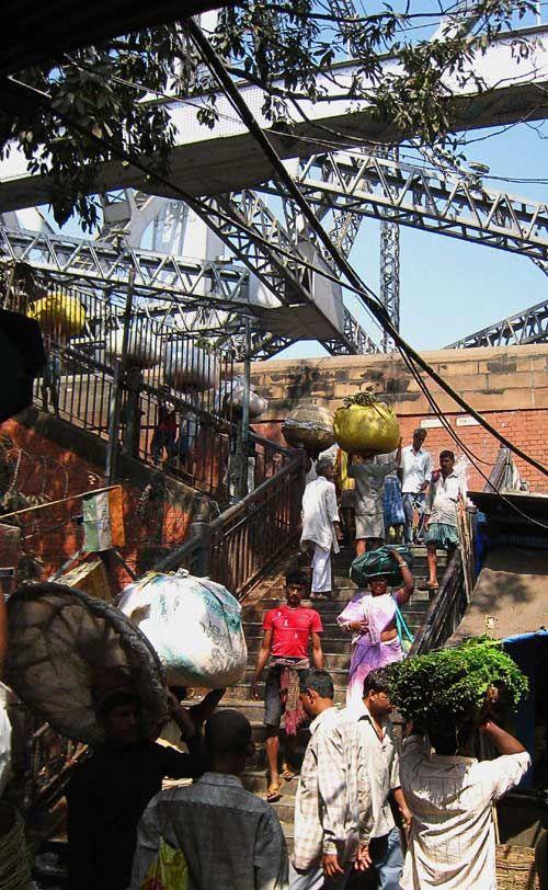Inde  marché aux fleurs howrah bridge