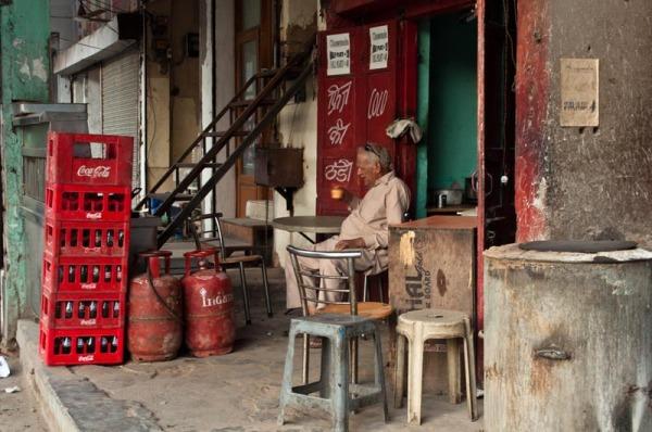 Tea shop on the pavement
