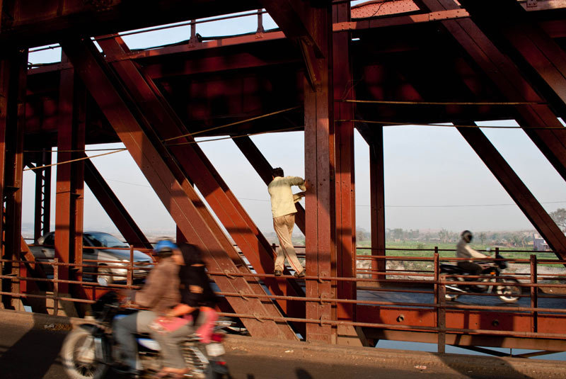 on the old iron bridge, delhi