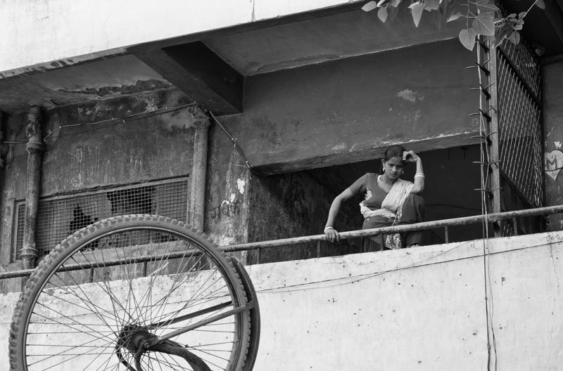 Woçman on her balcony