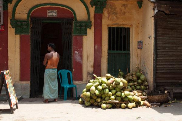 Coconuts in a Lolkata's street