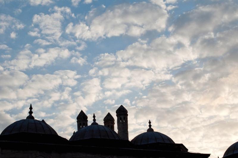 Les toits et le ciel  /  The roofs and the sky