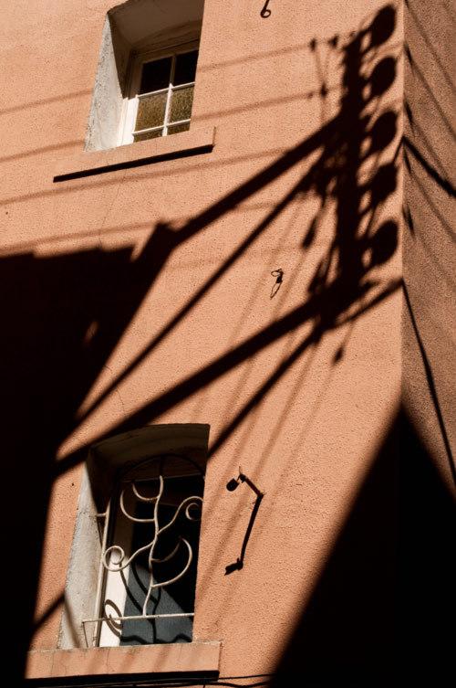 Portée /  On the wall