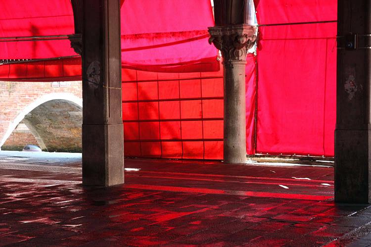 dans Venise la rouge / curtains