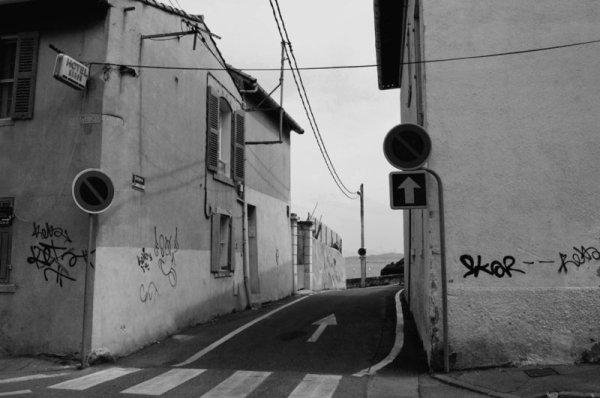 Suivez la flèche / Follow the line