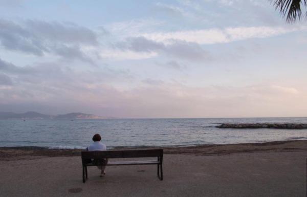 Seule au crépuscule / Alone at sunset