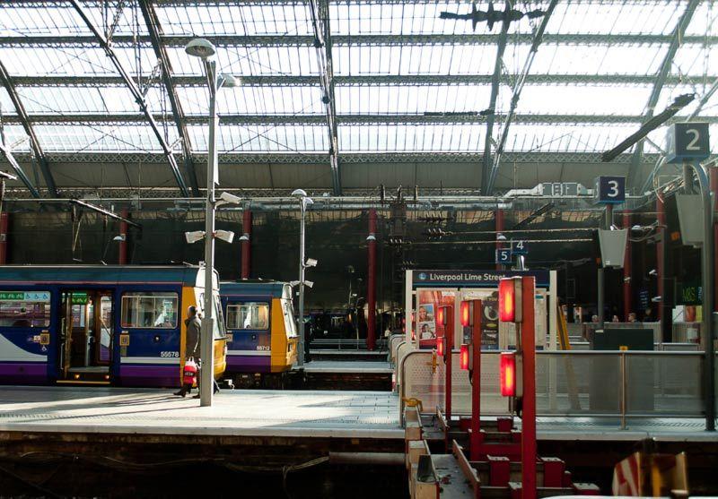De gare en gare 2  / Liverpool Lime street