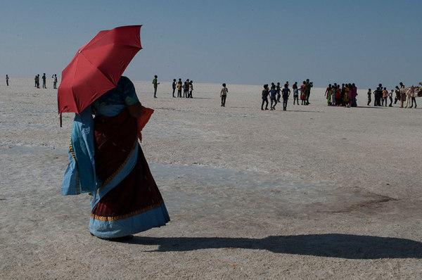 Soleil de plomb sur désert de sel /