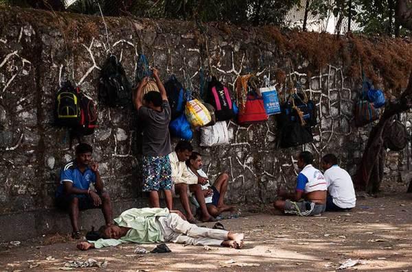 La Pause ou le mur des sacs
