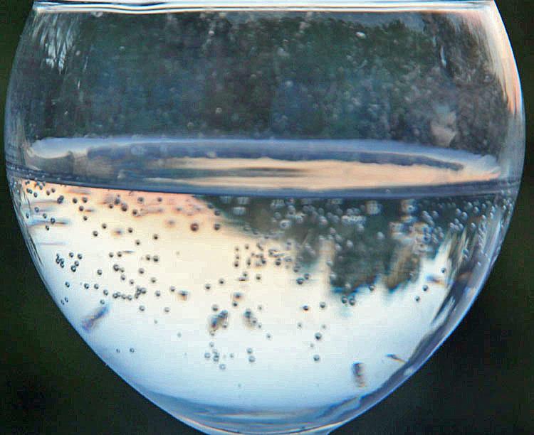 coucher de soleil dans un verre d 'eau