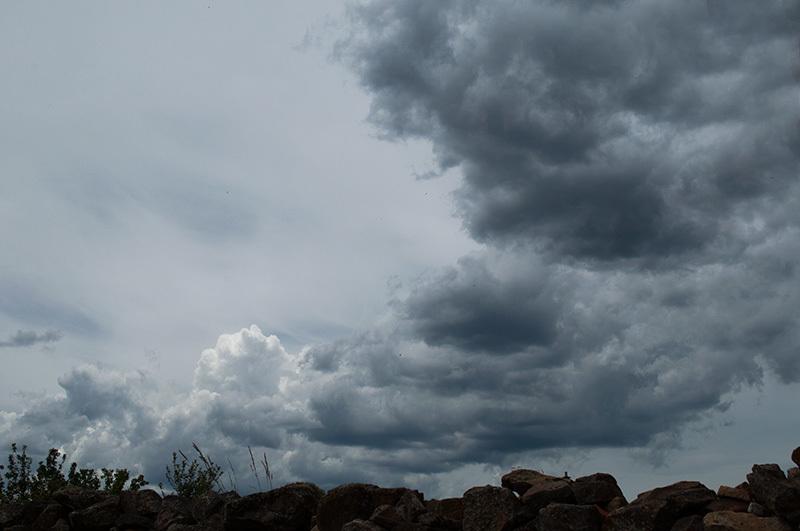 Le ciel par dessus le mur / Sky over the wall