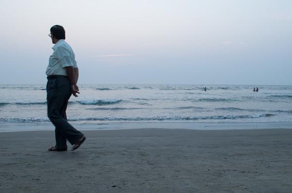 Promenade le long de la mer /  En solo