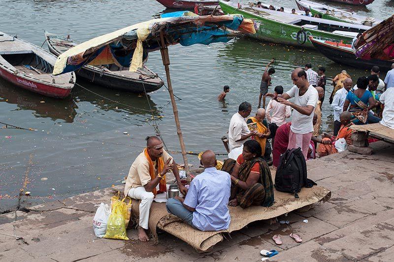 Sur les ghats / On the ghats