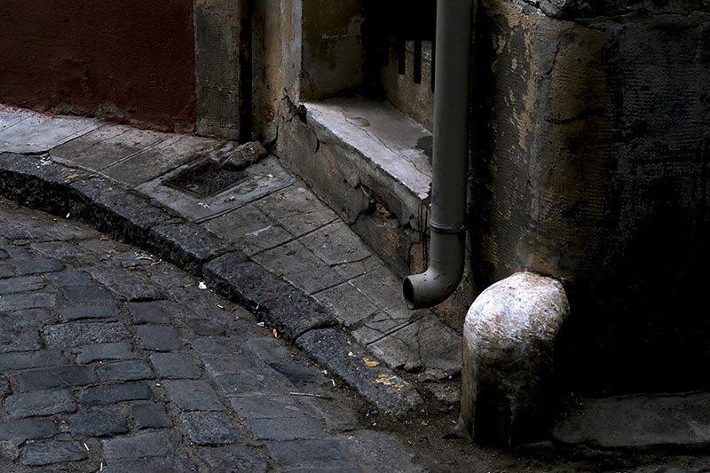 Coin de rue / Corner of a street