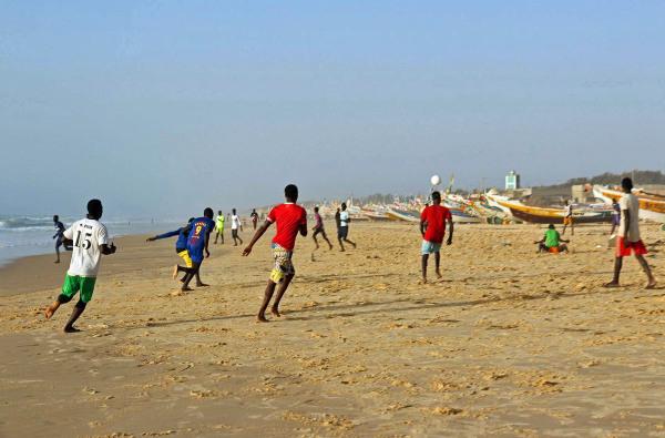 Au Senegal aussi on aime le foot...2