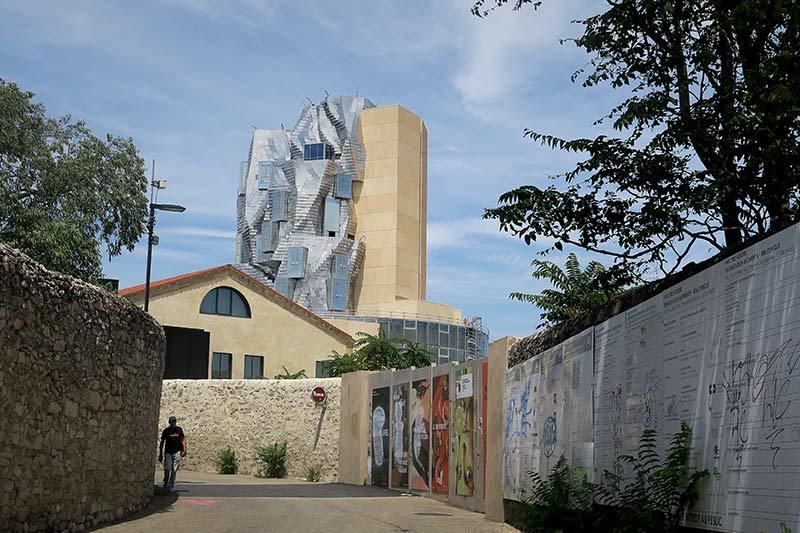 La tour Luma / The Luma tower