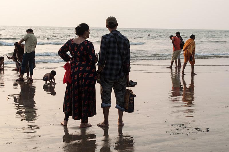 Un soir à la plage: les pieds dans l'eau