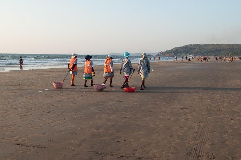 Un soir à la plage: ceux qui travaillent