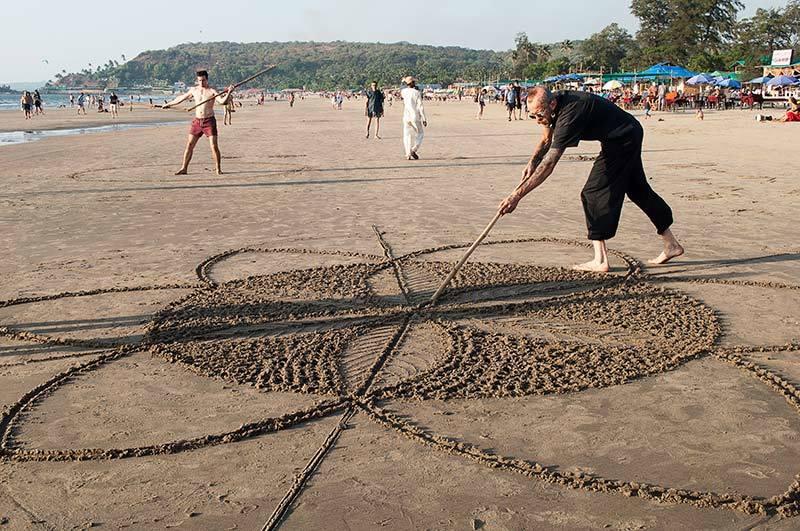Un soir à la plage: Le danseur de mandala