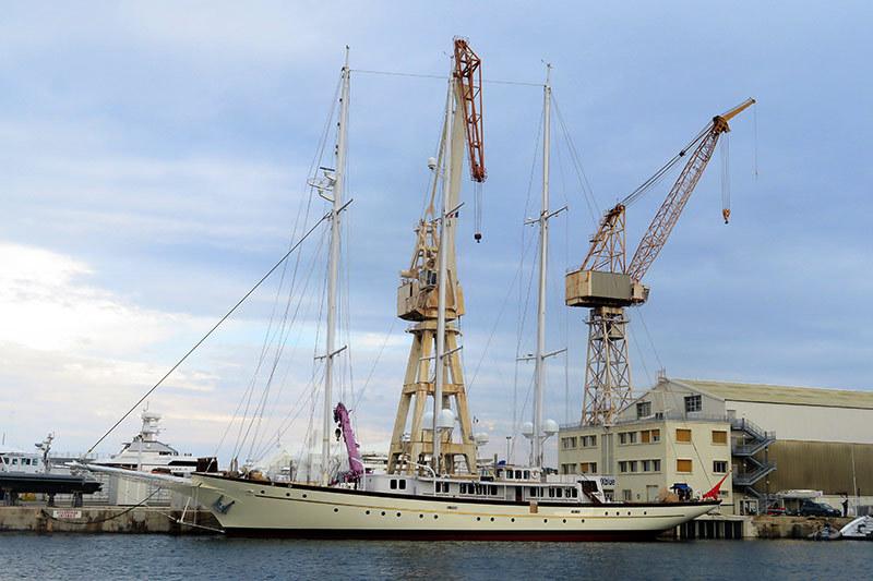 Les mâts et les grues / The masts and the cranes