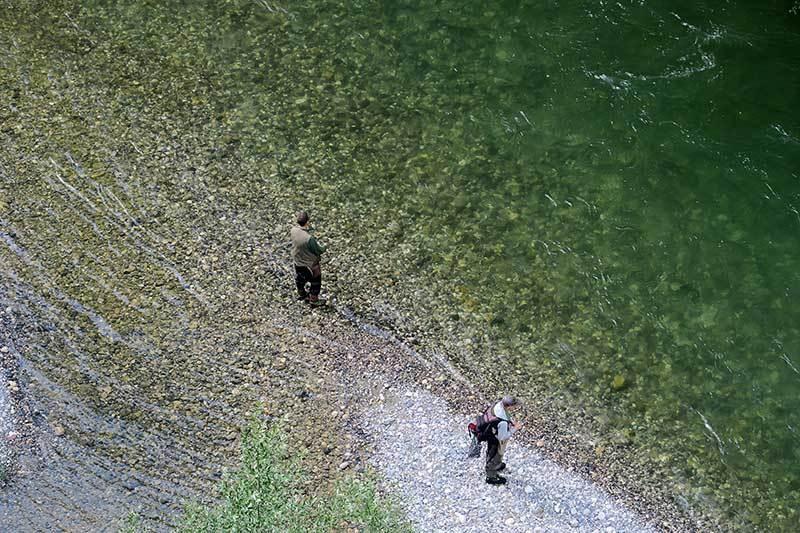 Les pieds dans l'eau / Going fishing