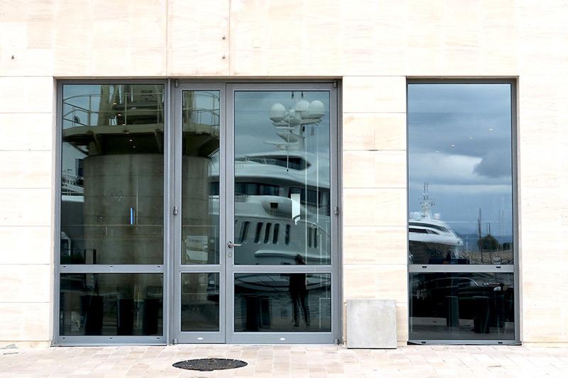 En vitrine / Window pane