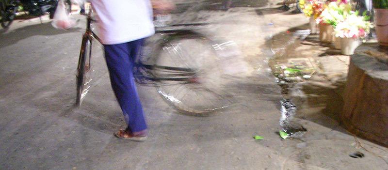 Un p'tit tour à vélo / Cycle in the market