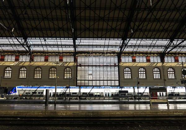 Gares et trains / Stations and trains