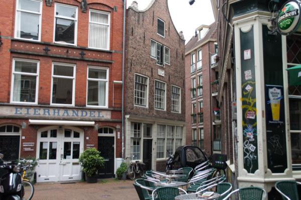 Le p'tit bar du coin / The street corner's bar