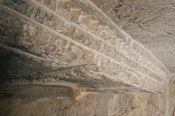 طاق باستانی در خارک