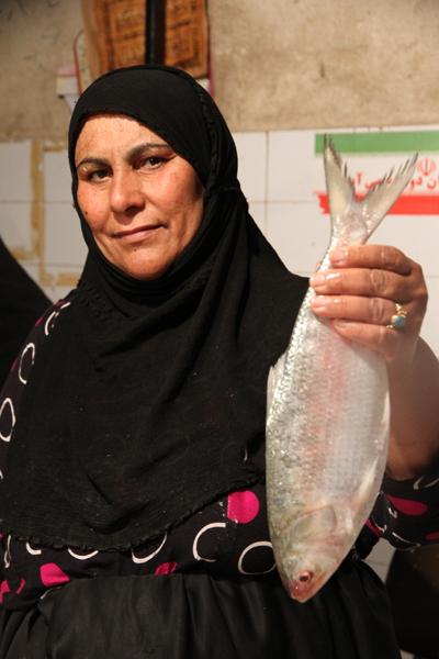 زن ماهی فروش آبادانی