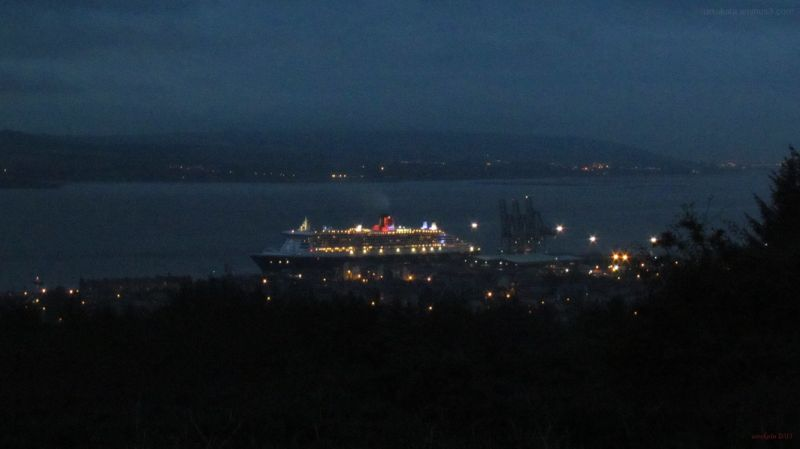 Queen Mary 2 - night view