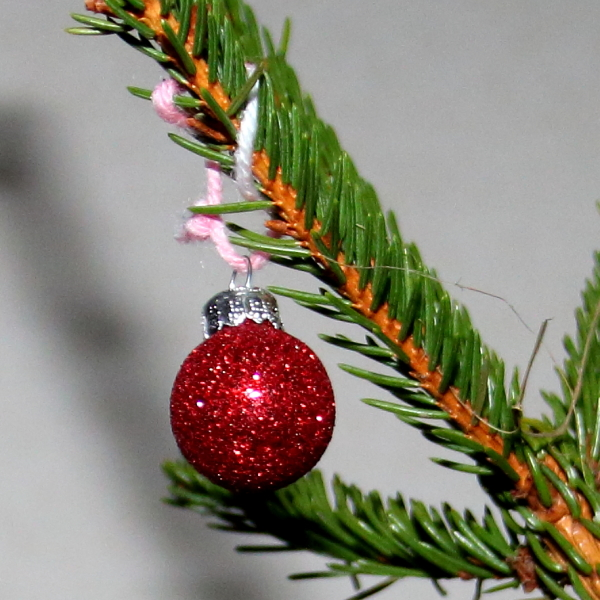 red christmas ornamet