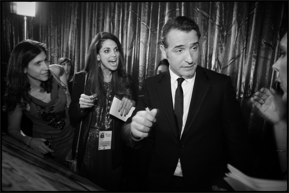 Jean Dujardin is mobbed backstage