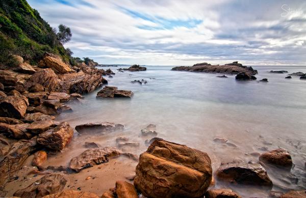 Rocky cove at Dalmeny on the South Coast
