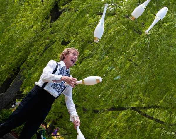 The Great Dave and his juggling act at Floriade