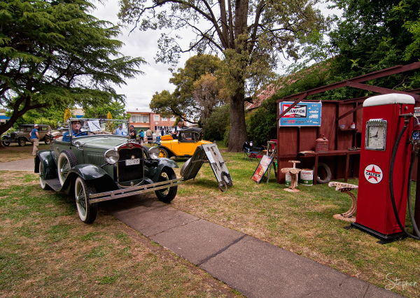 Vintage cars at Classic Yass 2012