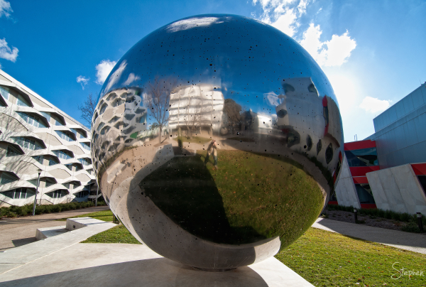 Sculpture entitled UNA on the ANU science precinct