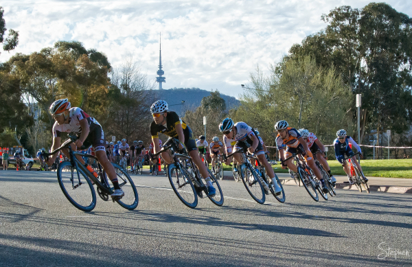 Criterium cycling event at Parliament House