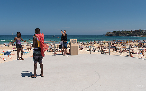 Taking photos and selfies at Bondi Beach