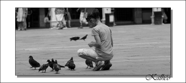 La fillette et les pigeons