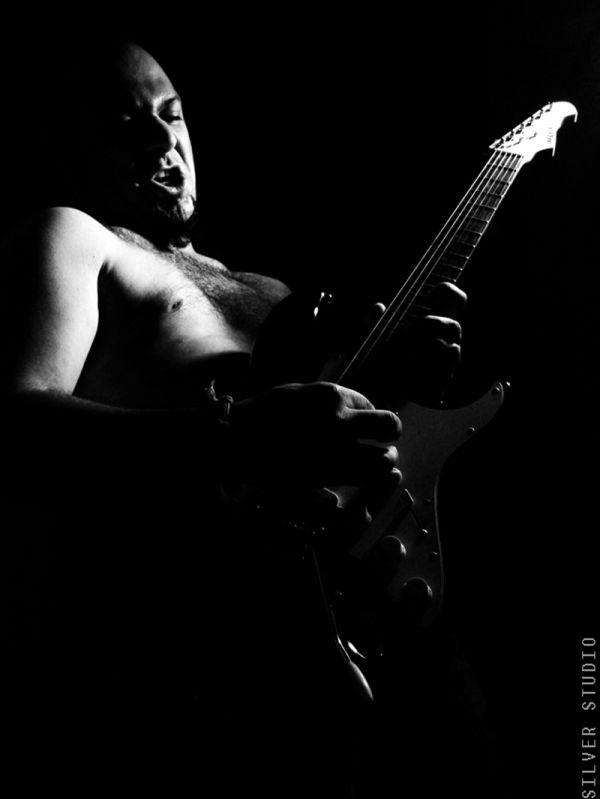 Hard rock player (iranian underground music)