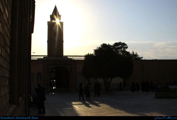 حیاط کلیسای وانک اصفهان