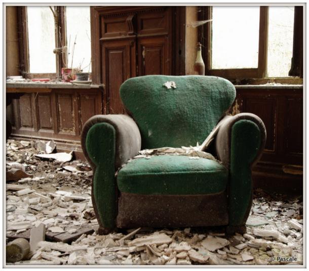 urbex , abandoned  sofa