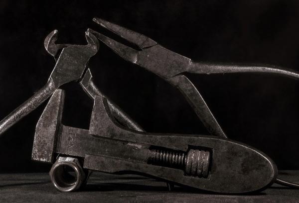 s'échapper de la caisse à outils